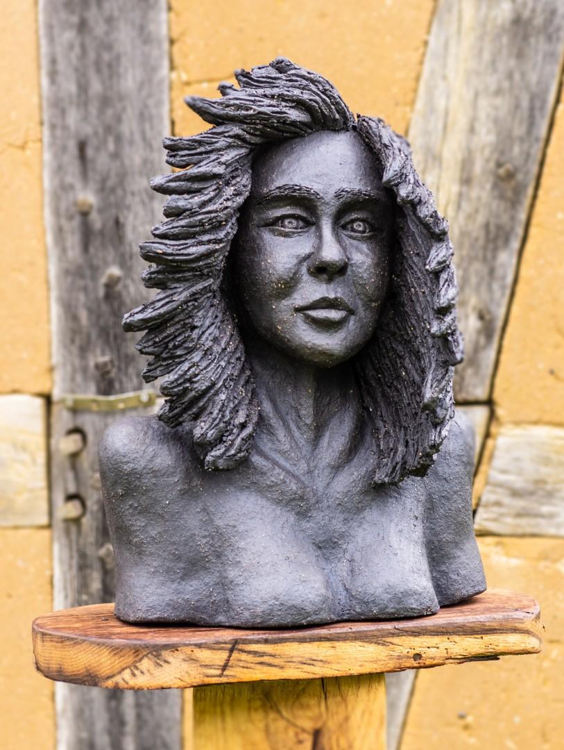 Keramikskulptur, tiefschwarzer Ton, unglasiert, Höhe ca. 40 cm, frostfest