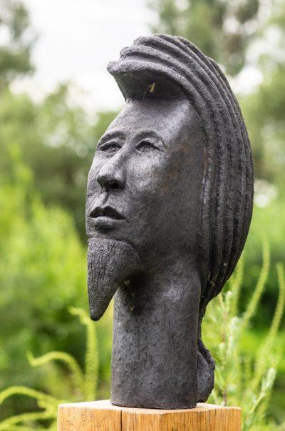 Keramikskulptur, schwarzer Ton, unlasiert, Höhe ca. 45 cm, frostfest