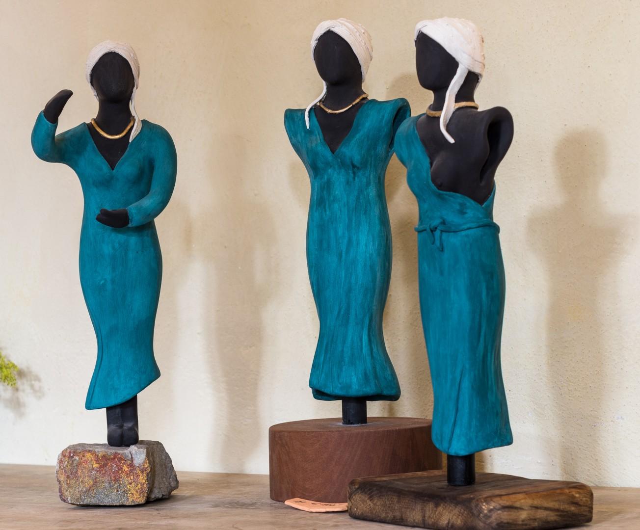 Keramikskulpturen auf Holz-/Steinfuß, Höhe ca. 40 cm