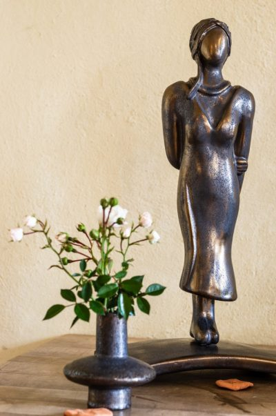 Keramikskulptur, Bronzeglasur, Höhe ca. 40 cm, frostfest