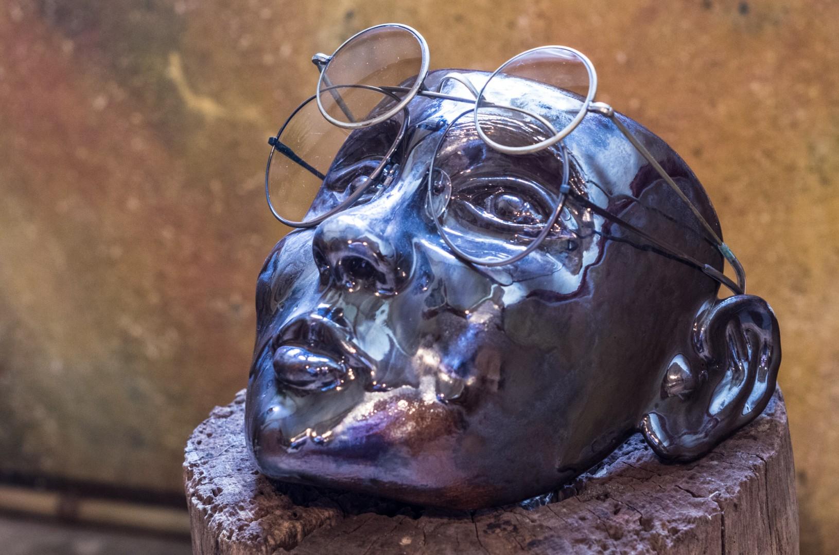 Keramikkopf als Brillengestell, glasiert, frostfest