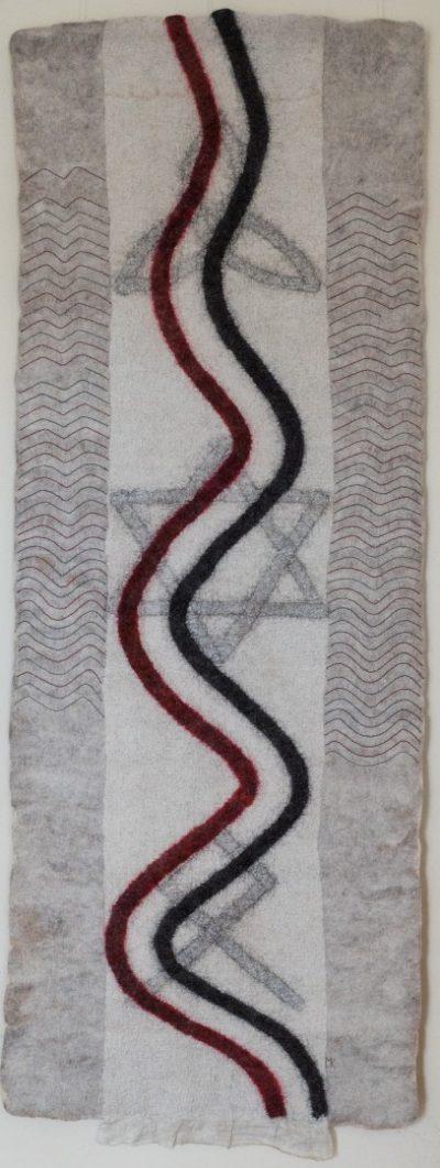 Lebensweg. 2014 (Mechtildis Köder), ca. 78 x 200 cm, Schafwolle, Ramie, Stickgarn, handgefilzt