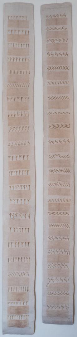 Schreibübung. (Mechtildes Köder), 2007, ca. 200 x 25 cm, Schafwolle, Filtertüten, Hennafarbe, handgefilzt