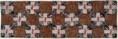 Flandern 1917 oder Die Heimat der Ahnen. (Mechtildes Köder), 2012, ca. 160 x 50 cm, Schafwolle, Seidenfasern, Garne, handgefilzt, bestickt