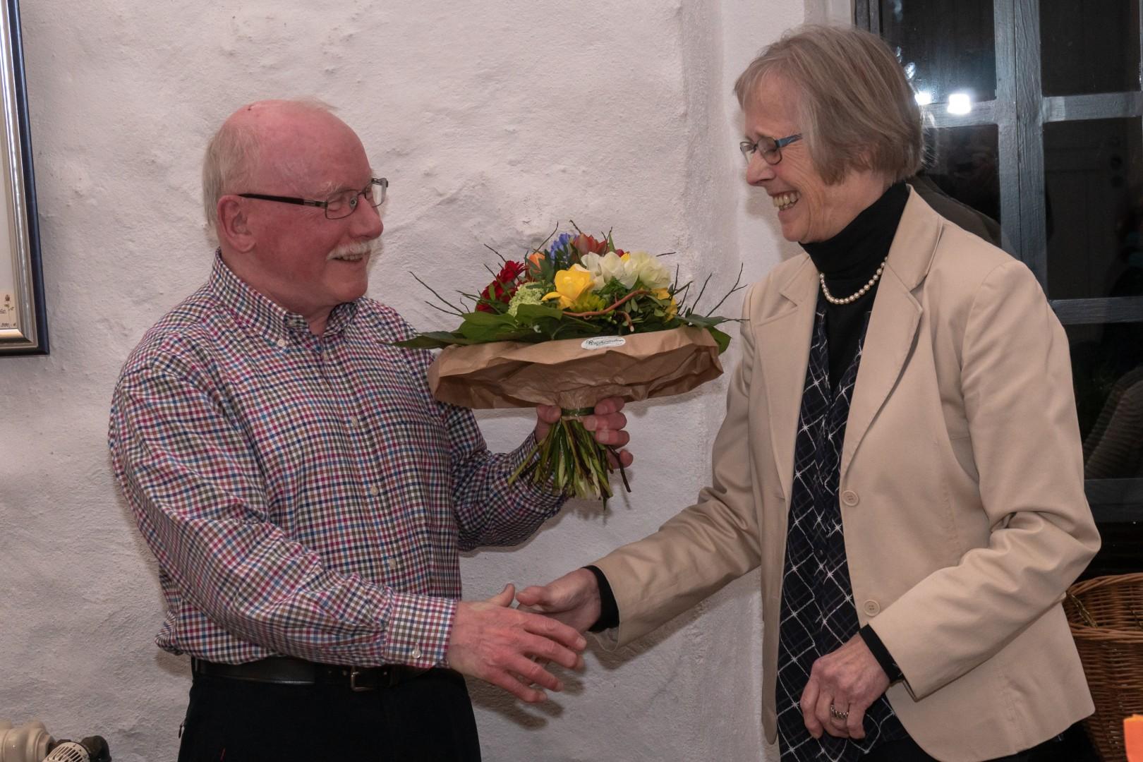 Dr. Reinhard Röttenbacher ernennt Karin Bormann zur Ehremvorsitzenden