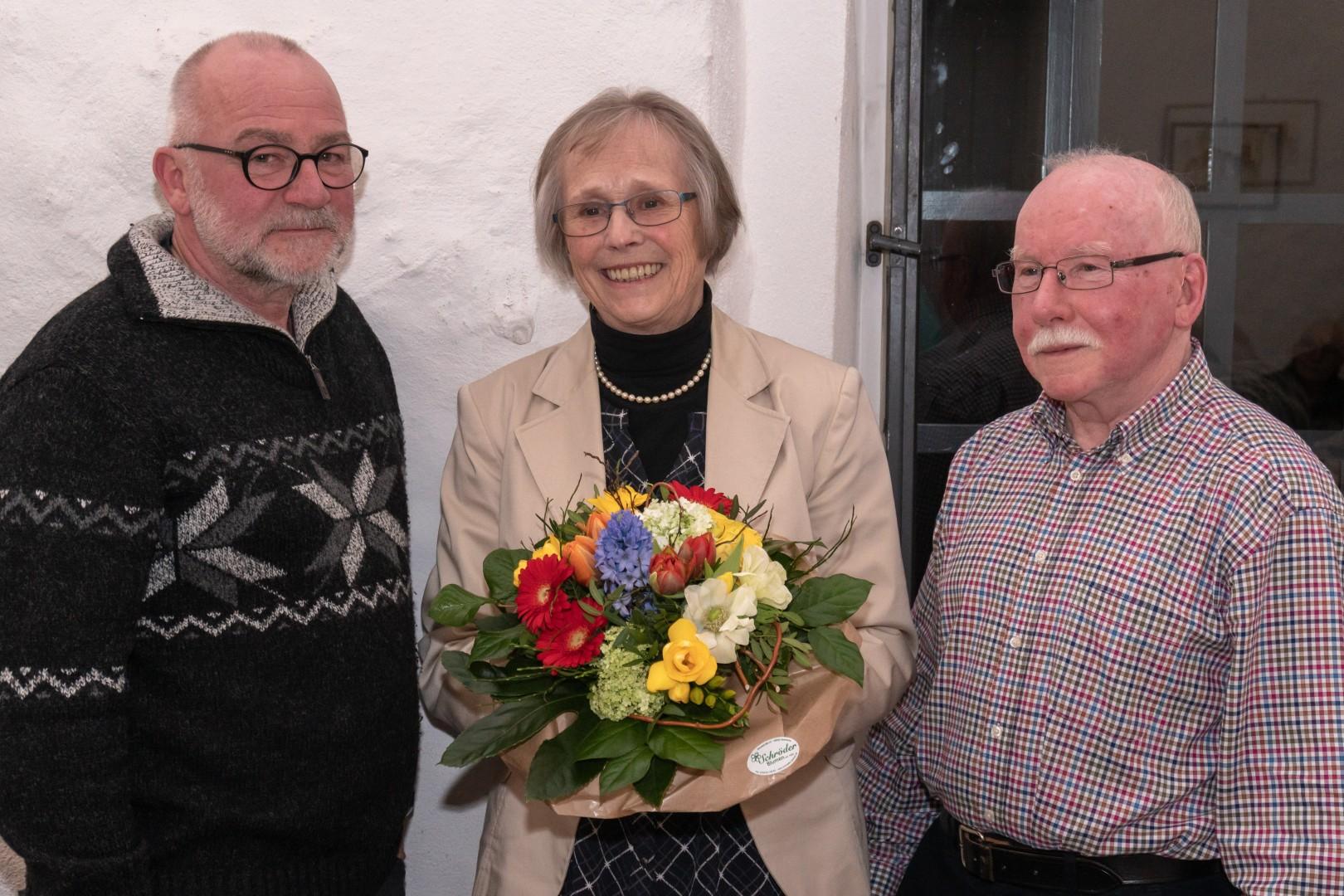Foto: v.l.n.r.: Thomas Remme (2. Vorsitzender), Karin Bormann (scheidende langjährige 1. Vorsitzende), Dr. Reinhard Röttenbacher (1. Vorsitzender)